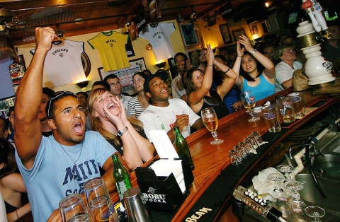 5 Famous Sports Bars Around the Globe