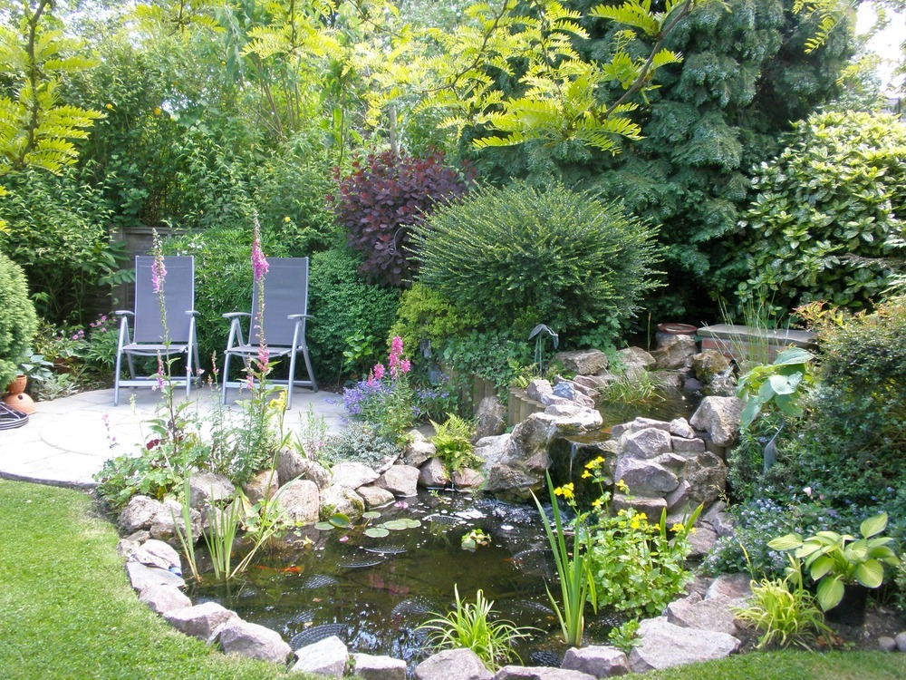 Building english gardens in small places for English garden designs