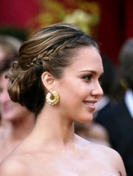 Choosing a Prom Hairstyle for Your Face Type