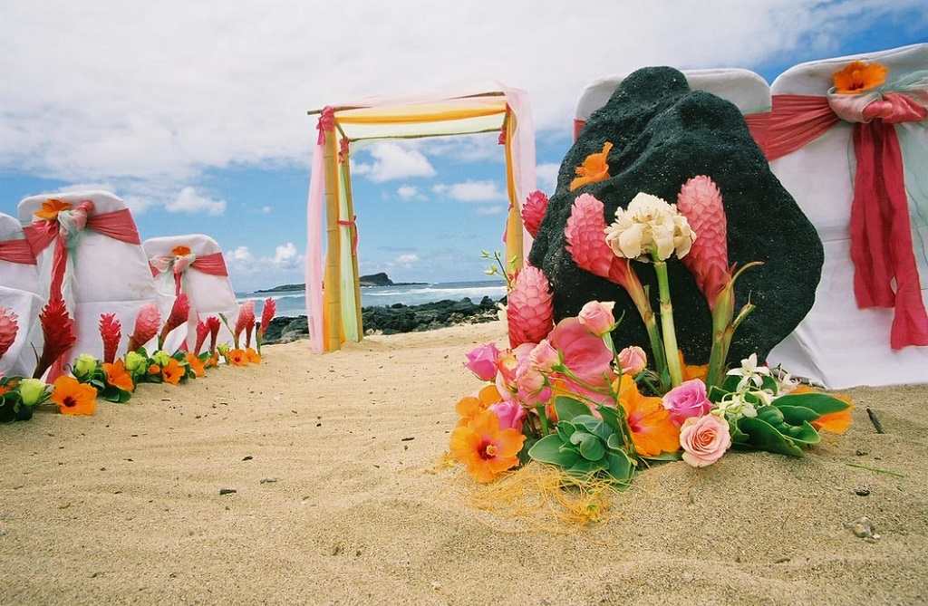 Crazy And Romantic Wedding Theme Ideas