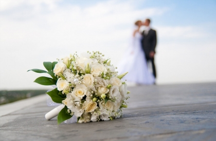 How to Manage a Shoestring Wedding Budget