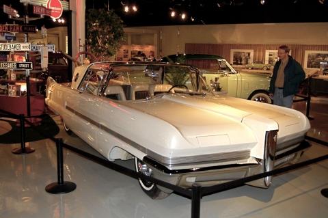 Packard Automobile: The Dream Predictor