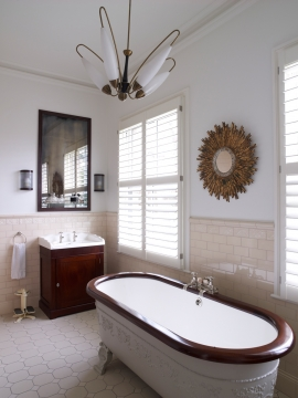 Tnesc_Manhattan-painted-full-height-bathroom-shutters-89mm-01_2